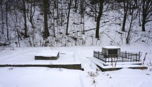 The northern mass grave memorial in winter