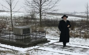 Rabbi Kolesnyk before the prayer
