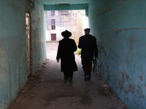 Rabbi Kolesnik and Mr. Vorobets walking toward the courtyard
