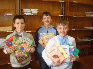 Children with the new books at the library