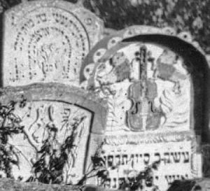 A detail of the violin and lions