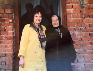 Cipora Blitz with Paranka Borachok at Paranka's house in Cherche in 1994